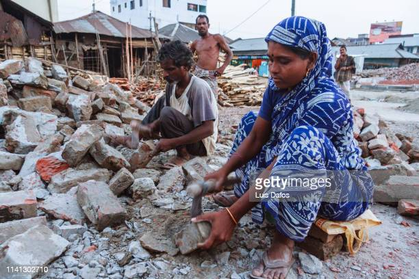 bangladeshi construction workers - khulna stock photos and pictures