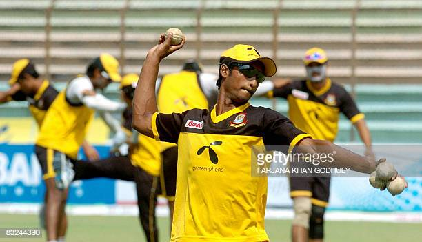 Bangladeshi cricketer Nayeem Islam fields a ball during a practice session at Chittagong Divisional stadium in Chittagong on October 13 2008 New...