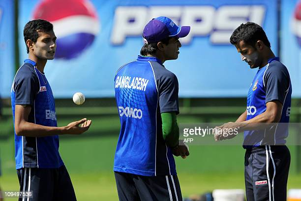 Bangladeshi cricketer Shafiul Islam juggles the ball as teammates Rubel Hossain and Nazmul Hossain look onduring a practice session for The Cricket...