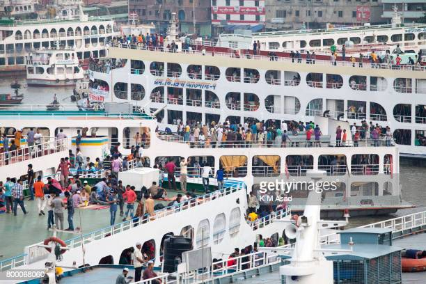 SADARGHAT DHAKA BANGLADESH Bangladeshi homebound people gather on ferries as they travel to villages ahead of the Eid alFitr festival at Sadarghat...
