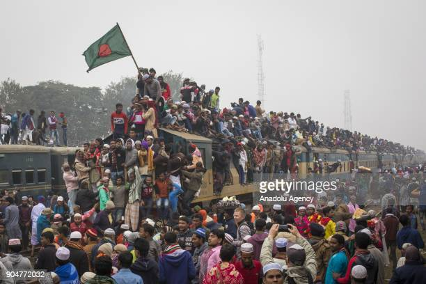 Bangladeshi Muslim devotees climb on a train to take part in Akheri Munajat the final prayers at the World Muslim Congregation Biswa Ijtema at Tongi...