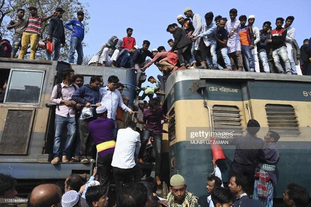 TOPSHOT-BANGLADESH-RELIGION-ISLAM : News Photo