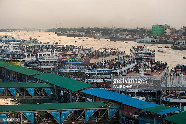 Bangladeshi Muslims fill ferries in Dhaka on September 9 2016 as they rush home to be with their families in remote villages before the EidalAdha...