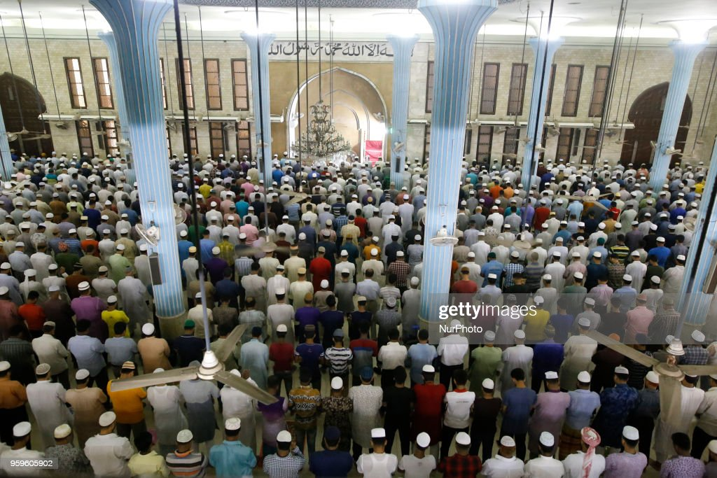 Bangladeshi Muslims offering prayer in Baitul Mukkaram National mosque during the first night of the holy month of Ramadan in Dhaka, Bangladesh on May 17, 2018. Muslims around the world celebrate the holy month of Ramadan by praying during the night time and abstaining from eating, drinking, sexual acts during the period between sunrise and sun set.