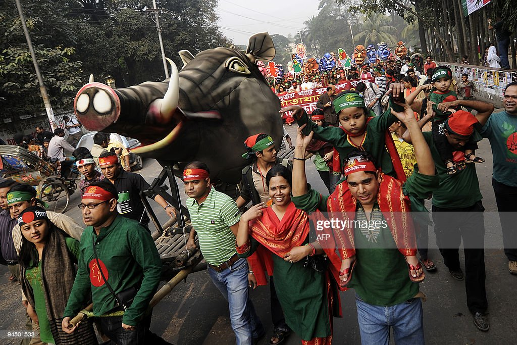 Bangladeshi people march during a rally : News Photo