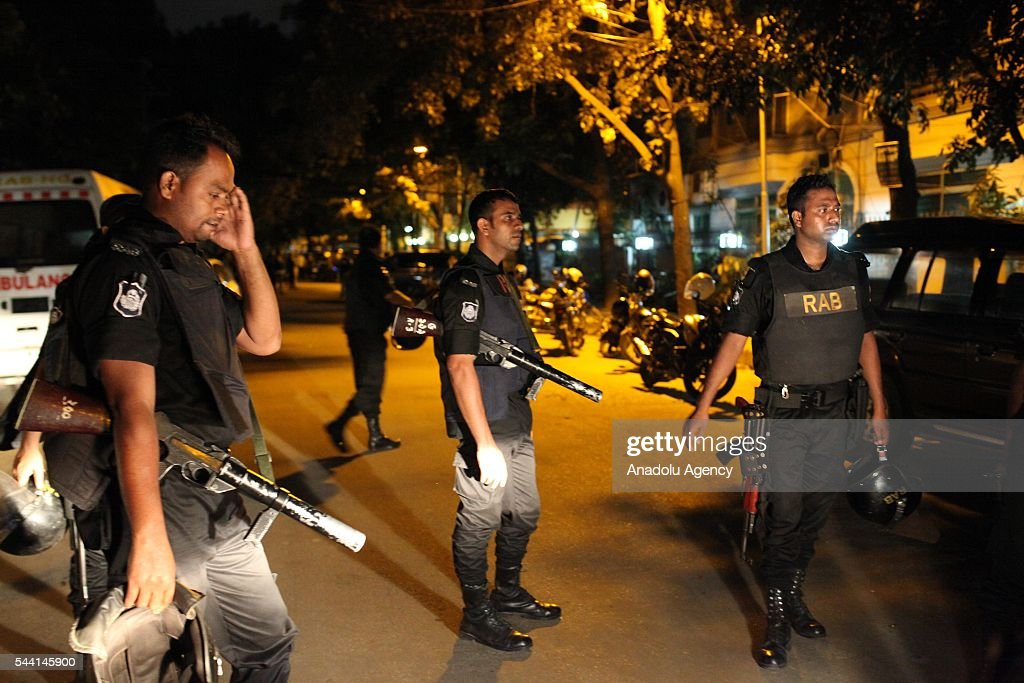 Armed Assault to a restaurant in Dhaka  : ニュース写真