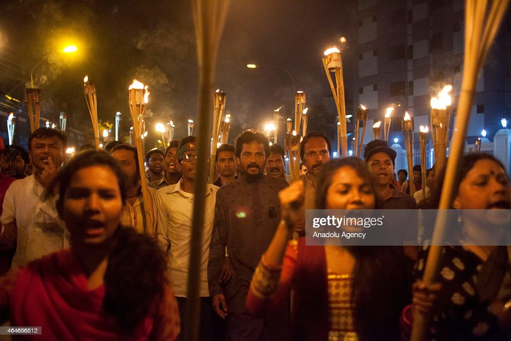 Protest at Dhaka after death of US blogger Avijit Roy : News Photo