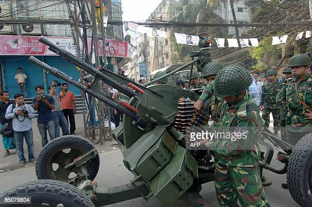 Bangladeshi soldiers take up position with a machine gun outside the Bangladesh Rifles headquarters complex in Dhaka on February 25 2009 Mutinying...