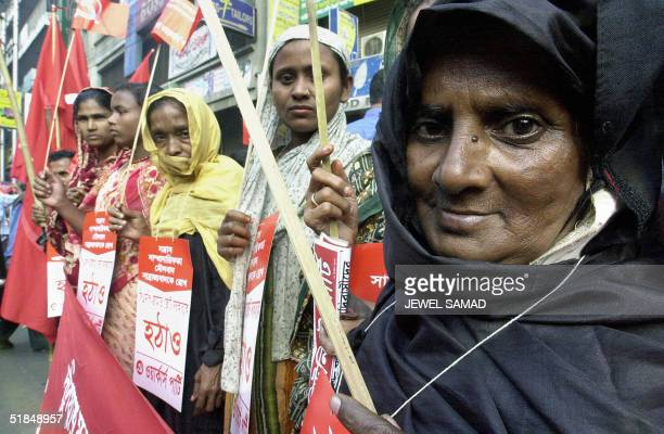 Bangladeshi supporters of the main opposition party Awami League and their leftleaning allies form a human wall during an antigovernment...