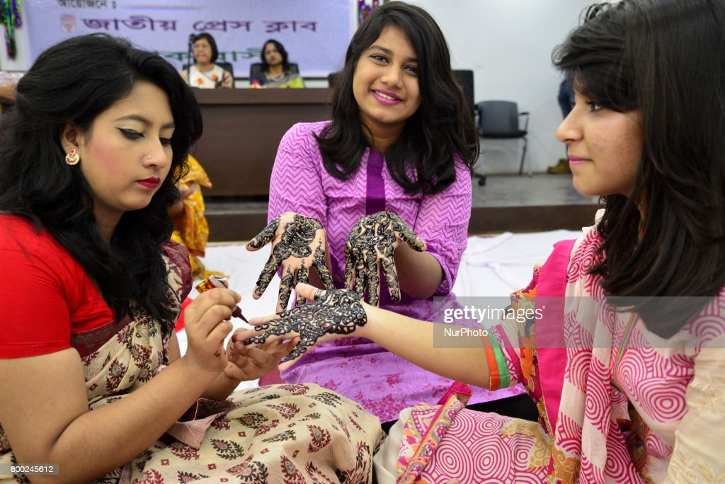 Simple Bangladeshi Eid Al-Fitr Decorations - bangladeshi-women-decorate-hands-with-henna-during-a-henna-design-picture-id800245612  Graphic_14162 .com/photos/bangladeshi-women-decorate-hands-with-henna-during-a-henna-design-picture-id800245612