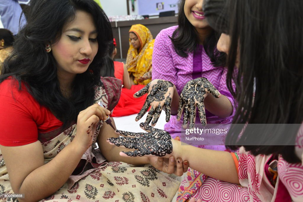 Great Festival Eid Al-Fitr Decorations - bangladeshi-women-decorate-hands-with-henna-during-a-henna-design-picture-id800245658  HD_879100 .com/photos/bangladeshi-women-decorate-hands-with-henna-during-a-henna-design-picture-id800245658