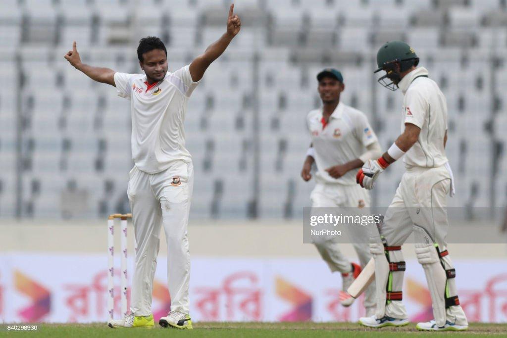 Bangladesh v Australia - 1st Test: Day 2 : News Photo