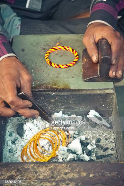 bangle maker in india - bangle stock pictures, royalty-free photos & images