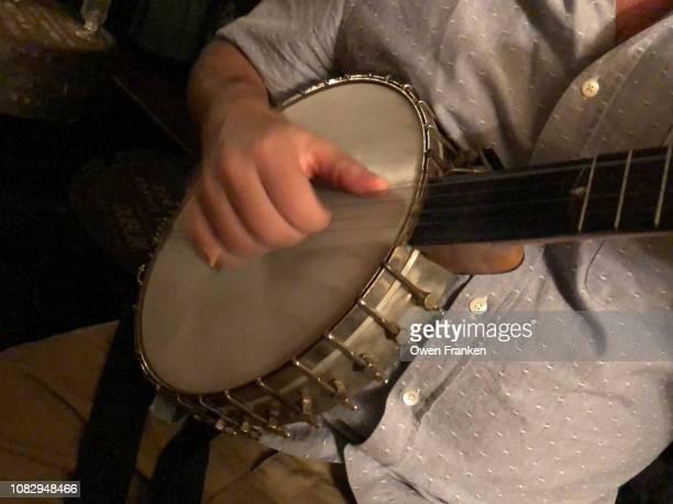 banjo player closeup - image photos et images de collection