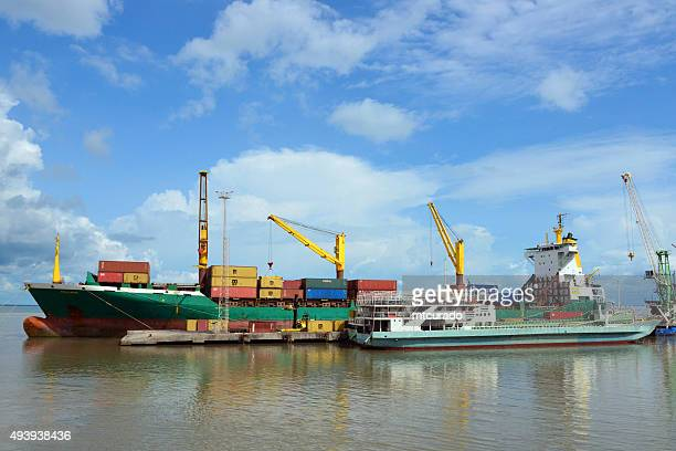banjul port: unloading a container ship - banjul stock pictures, royalty-free photos & images