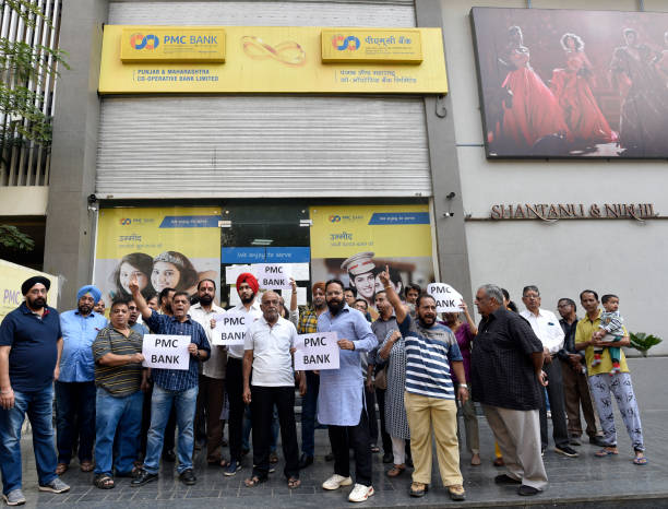 IND: PMC Bank Account Holders Protest At Bandra