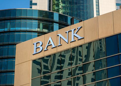 Bank building 640267784