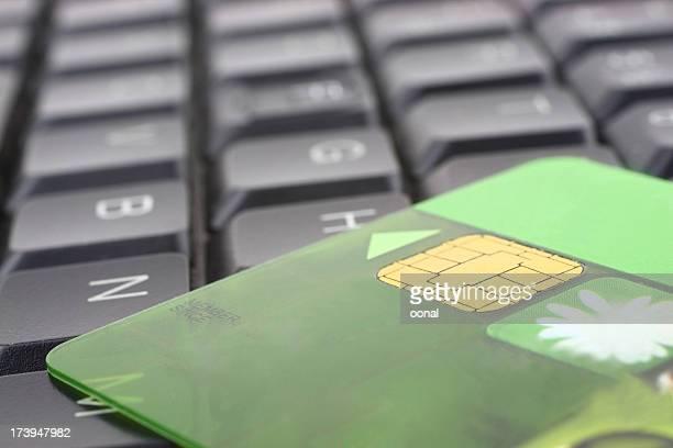 bank card on keyboard - electronics store stockfoto's en -beelden