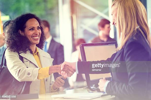 bank counter - cashier stock pictures, royalty-free photos & images