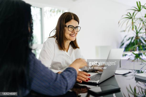 bank manager showing data to customer - negócios stock pictures, royalty-free photos & images