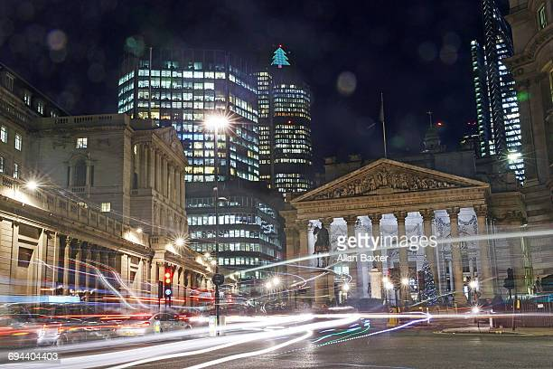 bank of england in the city of london at night - central bank stock pictures, royalty-free photos & images