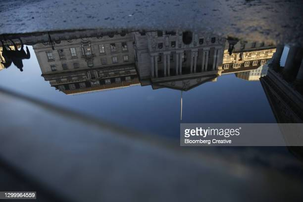 bank of england - bank stock pictures, royalty-free photos & images