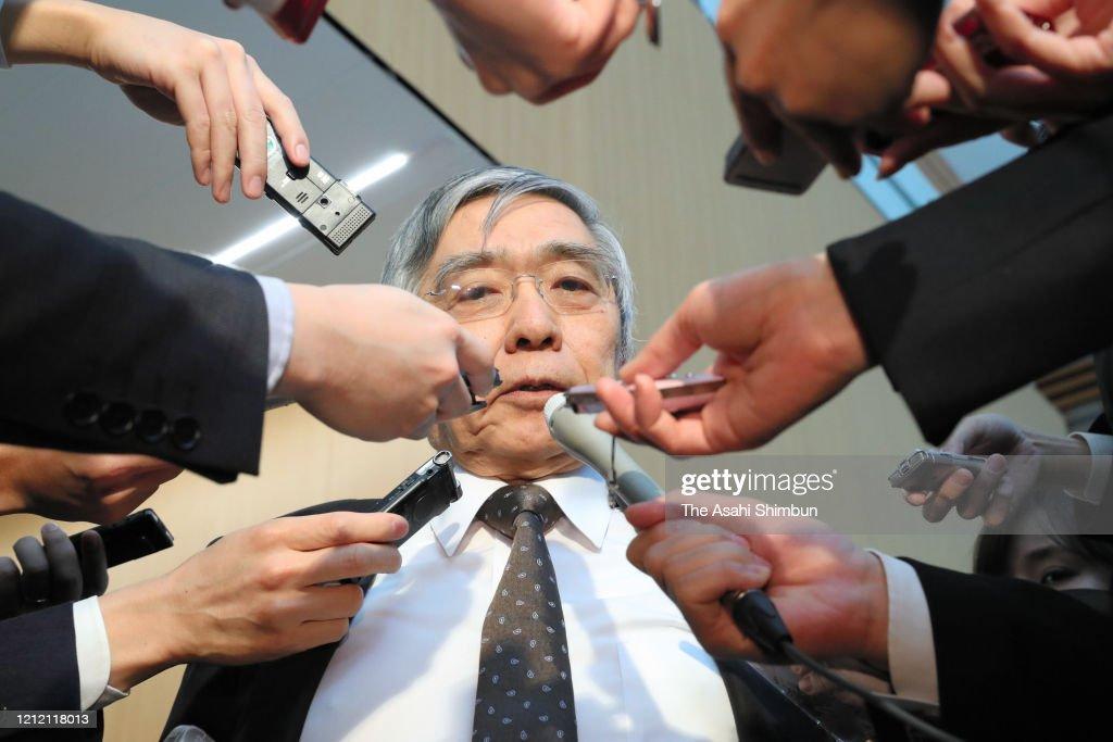 Japan Reacts WHO Described New Coronavirus As 'Pandemic' : ニュース写真