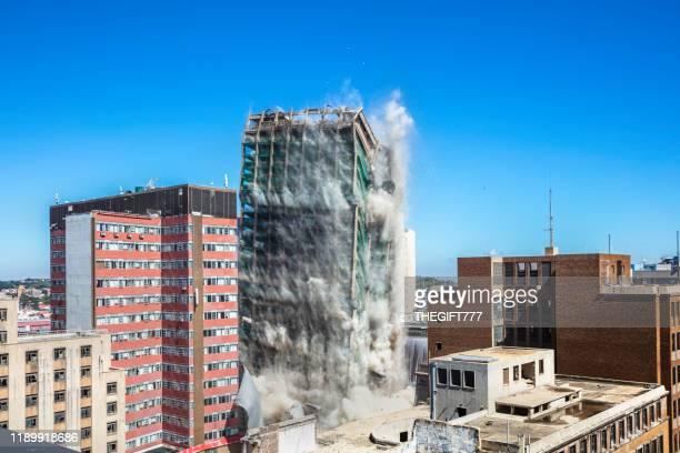 edificio del banco de lisboa siendo demolido en johannesburgo - destrucción fotografías e imágenes de stock