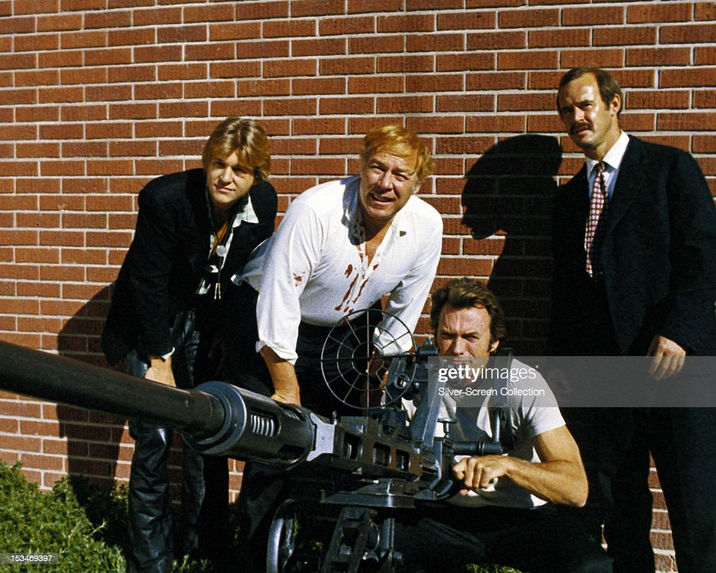 Bank robber Thunderbolt, played by American actor Clint Eastwood, using an anti-tank cannon to breach the walls of a vault in 'Thunderbolt and Lightfoot', directed by Michael Cimino, 1974. Left to right: Jeff Bridges as Lightfoot, George Kennedy as Red Leary, Eastwood, and Geoffrey Lewis as Eddie Goody.