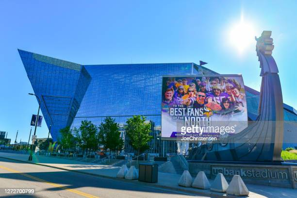 us bank stadium and surroundings in downtown minneapolis - re-model - winter sports event stock pictures, royalty-free photos & images