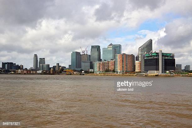 Bankenviertel Canary Wharf in den Londoner Docklands Blick über die Themse
