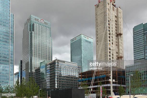 Bankenviertel Canary Wharf in den Londoner Docklands Bürotürme der 'citi group' und 'HSBC' Im Vordergrund entsteht ein weiteres Hochhaus