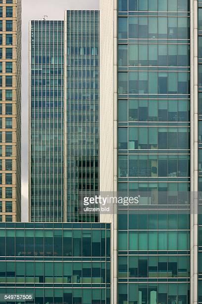 Bankenviertel Canary Wharf in den Londoner Docklands Glasfassaden der Bürotürme