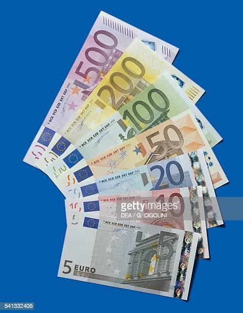 Banknotes of 5 20 100 500 euro reverse Europe 21st century