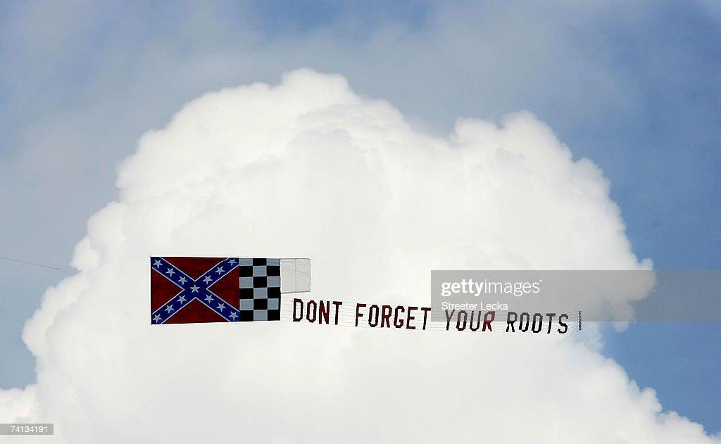 Sons of Confederate Veterans protest Darlington Raceway  : Nieuwsfoto's
