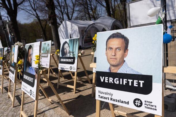DEU: Protesters Maintain Russia Human Rights Vigil In Berlin