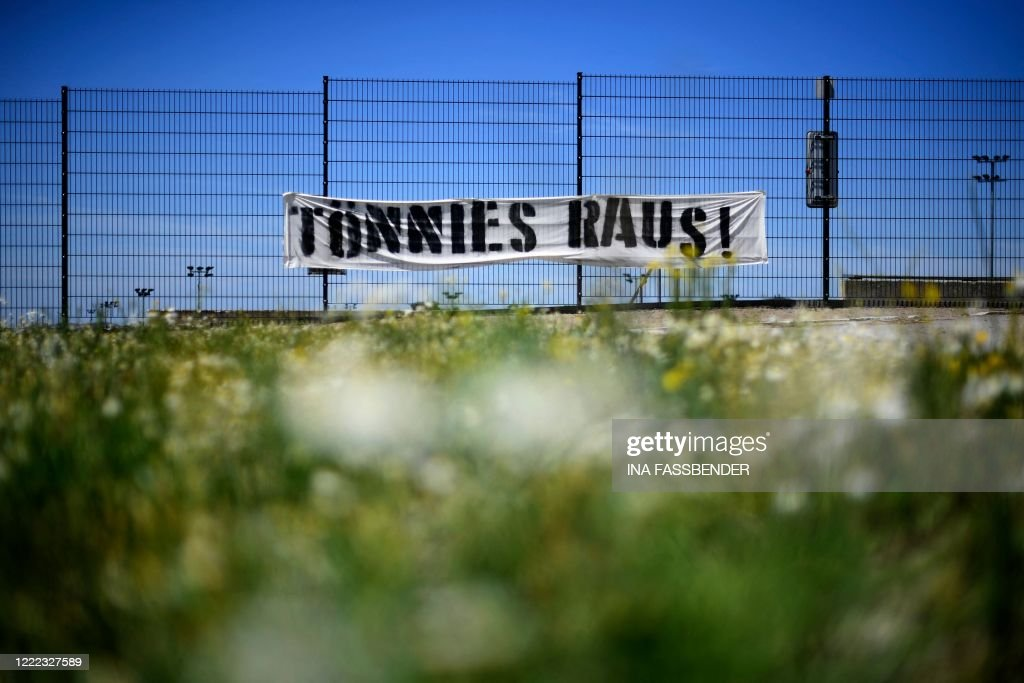 GERMANY-HEALTH-VIRUS-MEAT-PROTEST-FBL-SCHALKE-TOENNIES : News Photo