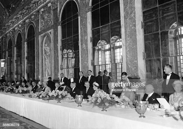 Banquet donné en l'honneur de la Reine Elizabeth II le 9 avril 1957 à Versailles France