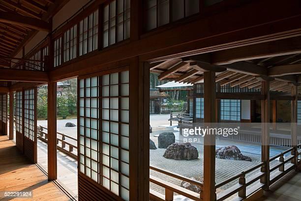banryutei rock garden at kongobu-ji temple atop sacred koyasan mountain in wakayama, japan - koyasan stock-fotos und bilder