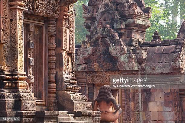 banteay srei ancient temple in the forest background. - banteay srei stockfoto's en -beelden