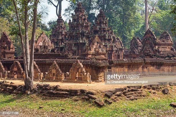 banteay srei ancient temple - banteay srei stockfoto's en -beelden