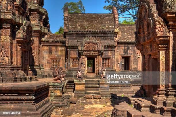 banteay srei temple in angkor - massimo pizzotti foto e immagini stock