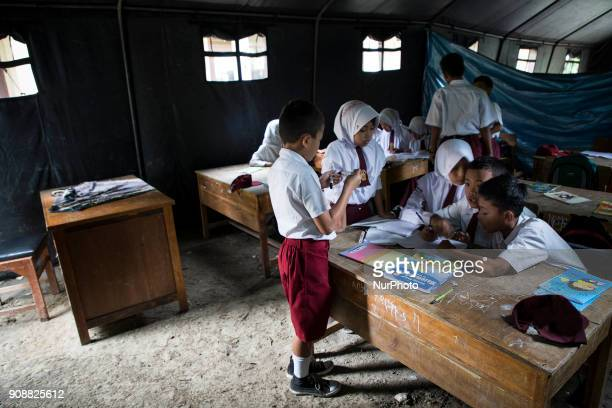 Although only in tent class the enthusiast of the students is very high during the lesson of mathematics lesson Primary School Bantar Panjang located...