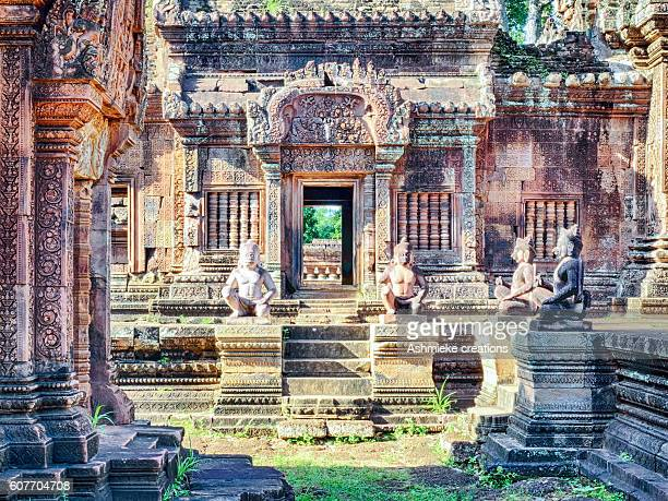 bantãy srĕi temple siem reap cambodia - banteay srei stock pictures, royalty-free photos & images