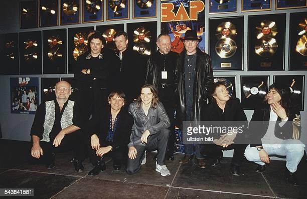BAPKoelschRockBand D erhaelt neben Platin auch die Goldene Schallplatte fuer ihre Alben Amerika Wahnsinn die Hits von 19791995 Bess demnaehx BAP Live...
