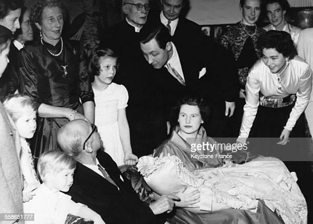 Bapteme de la Princesse Marie Friederike en presence du Prince ErnestAuguste V de Hanovre des grandparents ErnestAuguste III de Hanovre et...