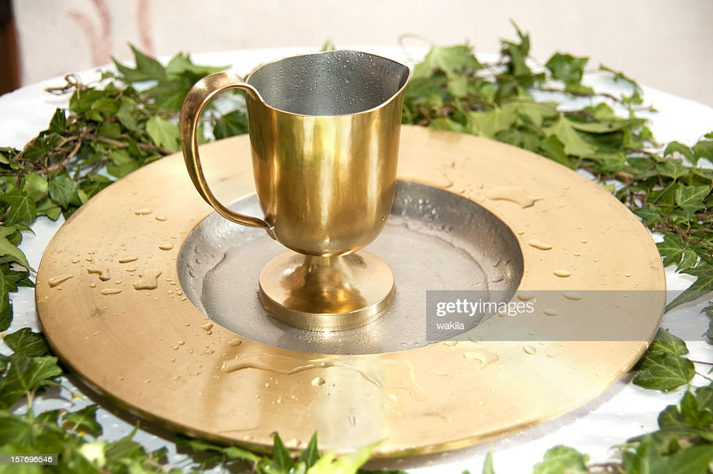 baptism goldener Kelch am Taufbecken : Stock Photo