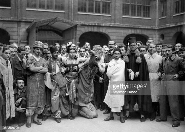 Baptême' de la nouvelle promotion de l'Ecole Normale à Paris France en 1932