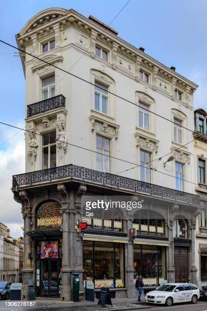 """bar and restaurant at a street corner in the city of brussels - """"sjoerd van der wal"""" or """"sjo"""" stock pictures, royalty-free photos & images"""
