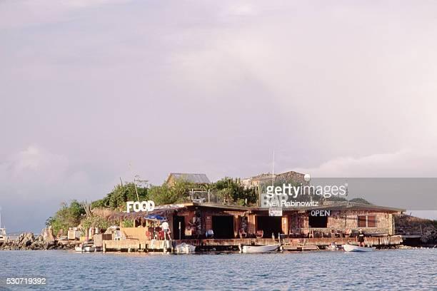 bar and restaurant on island - islas de virgin gorda fotografías e imágenes de stock